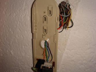 Как подсоединить трубку домофона в квартире?