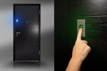 Входная дверь с камерой видеонаблюдения